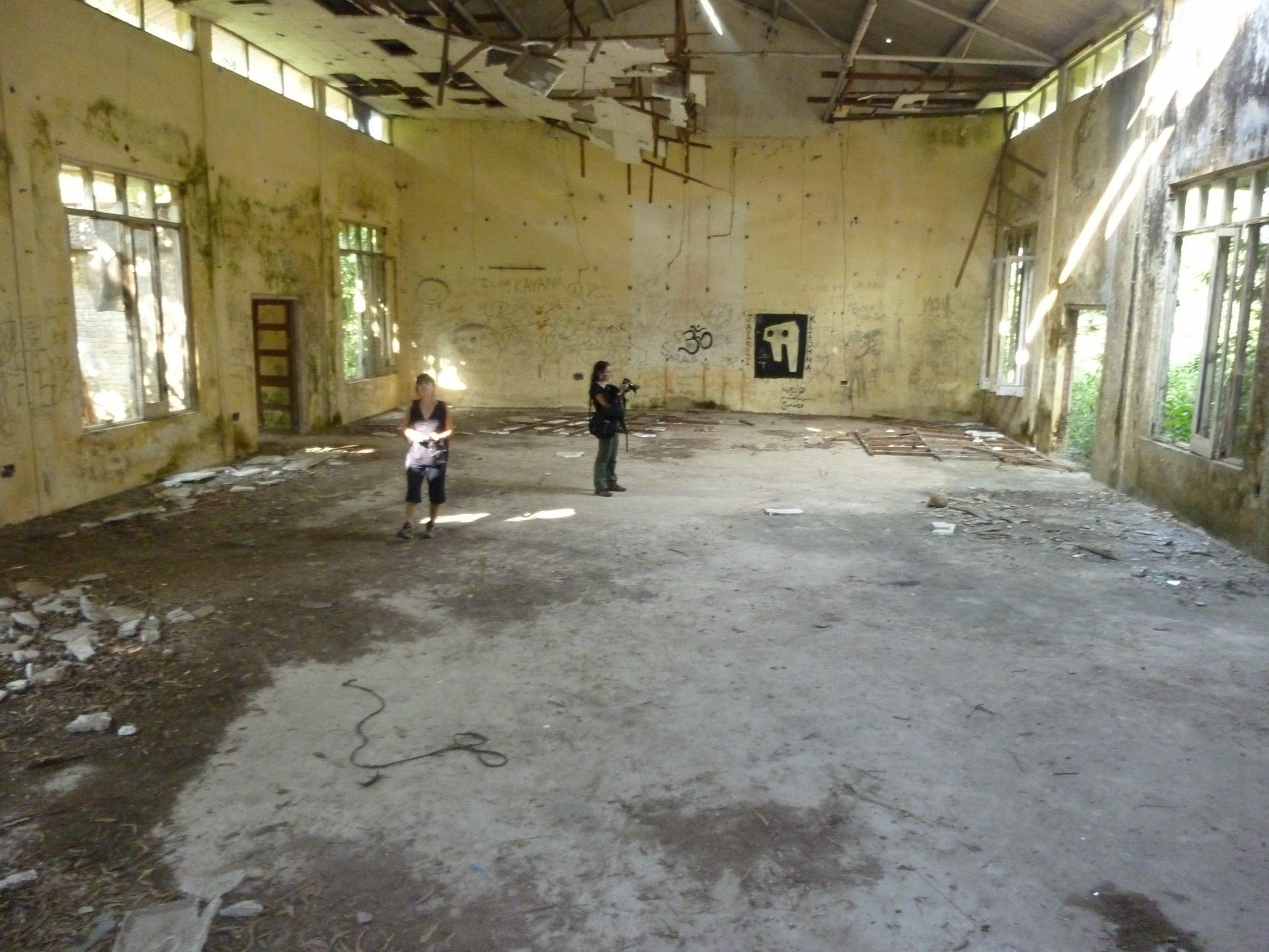 Abandoned hall of Maharishi at Rishikesh